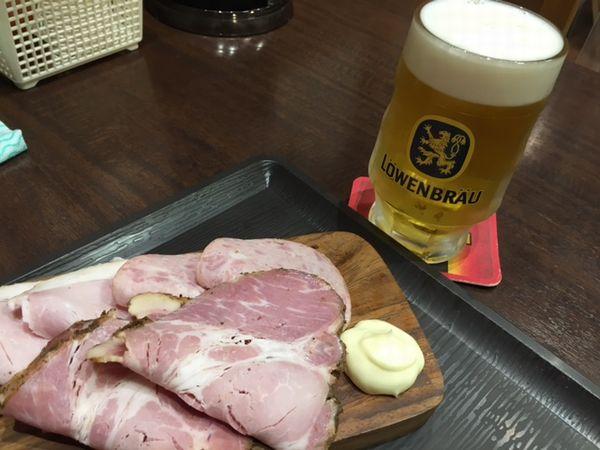 ハムとビール
